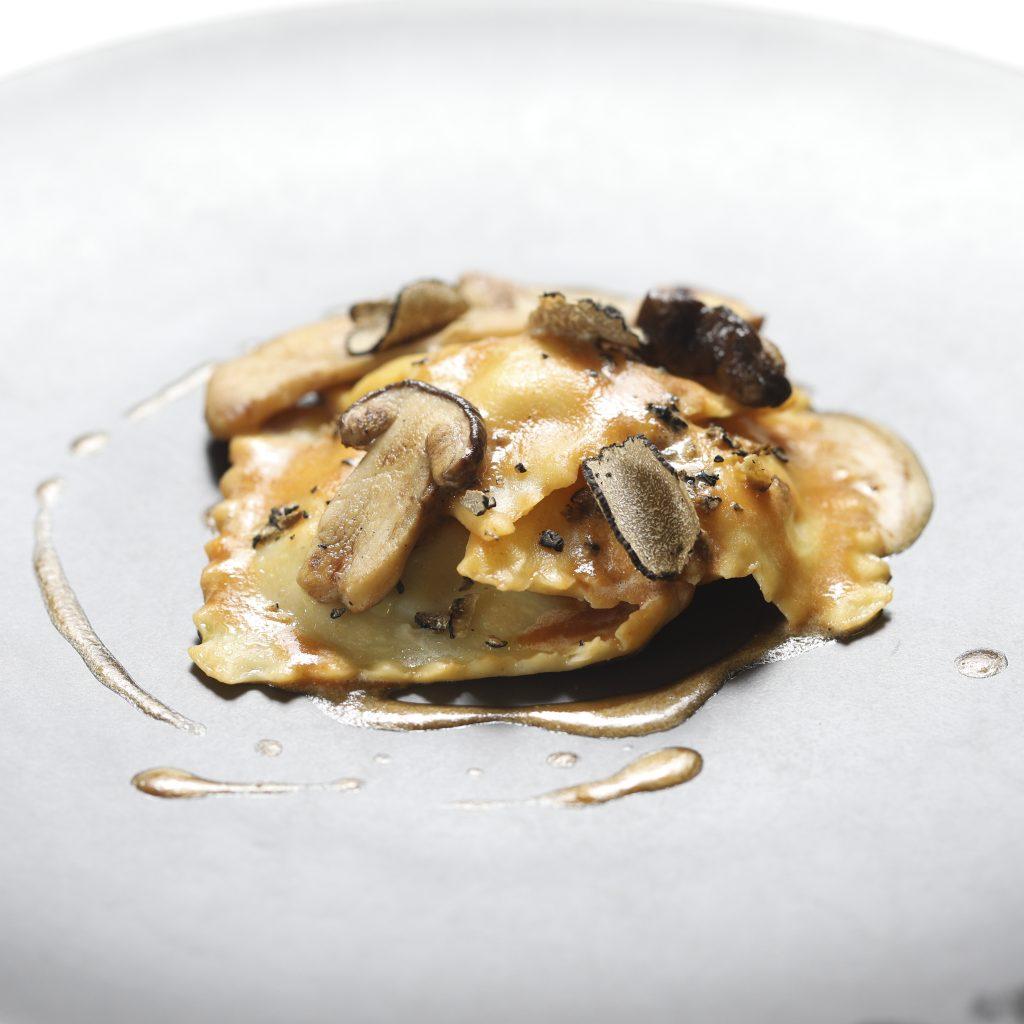« Casoncelli » Farcis aux Cèpes et à la Volaille Fermière, Emulsion au Foie Gras et Truffe Noire (6)