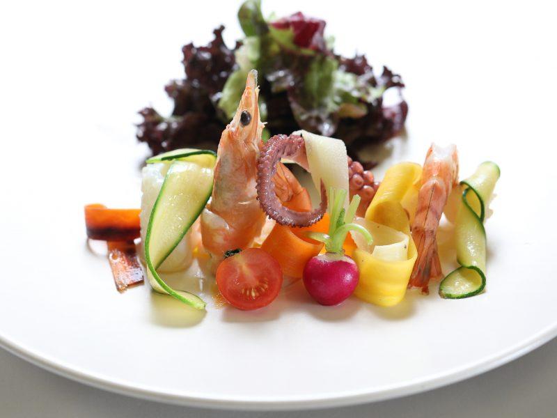 Salade Mixte aux Fruits de Mer à la Napolitaine (poulpe, scampis, calamars, crevettes, petits légumes croquants), Vinaigrette au Citron Vert
