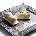 Dame Blanche en Faux-millefeuille de Meringue et Chocolat Chaud