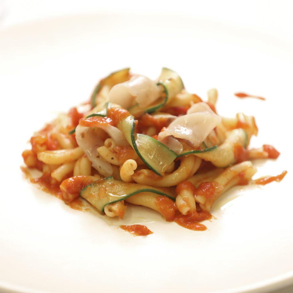 « Casarecci » aux « Straccetti » d'Espadon, Courgettes et Tomates Roma
